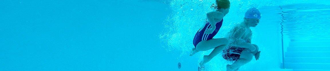 Kinder Wasser Pool springen tauchen